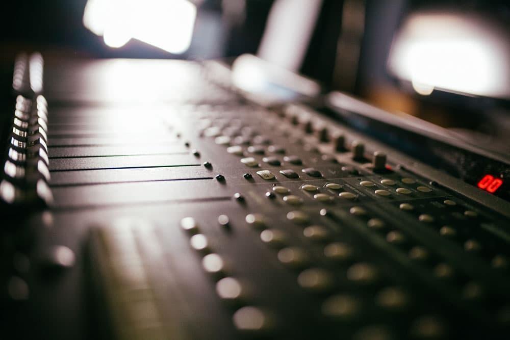 Mackie Control Universal. Студия звукозаписи в Харькове. Driben Records.